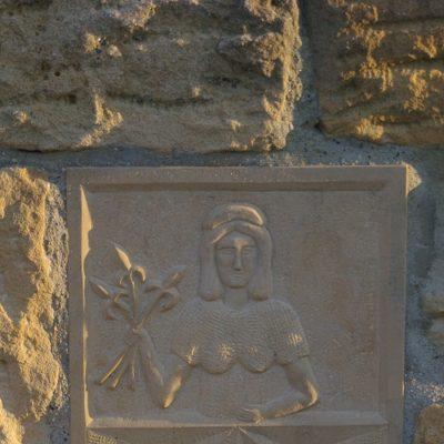 Wappen von Altwildungen in Stein gemeißelt