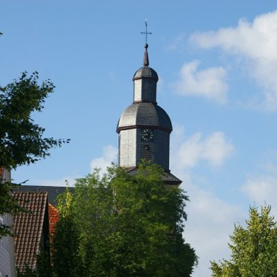 Schloßstraße mit dem Blick auf die Kirche